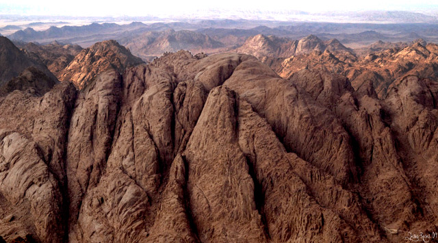 Picture of Sinai Mountains in Egypt by Jesús Rosas. Picture was taken from the top of Moses Mountain.